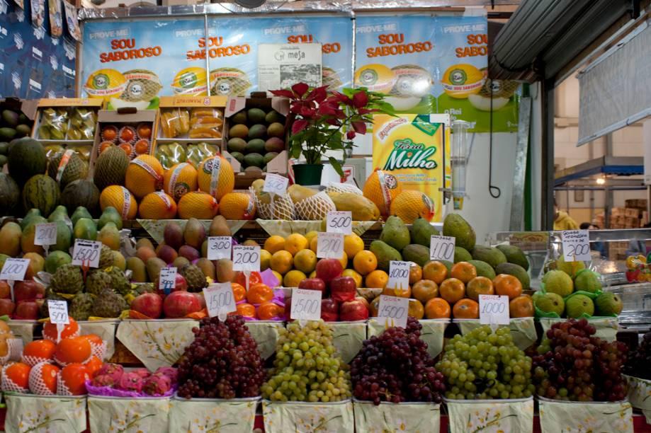 Graviola, grapefruit, cupuaçu: frutas exóticas podem ser encontradas no Mercadão de São Paulo, principalmente na banca do Ezequiel, onde podem ser encotradas algumas das mais bonitas frutas do lugar.