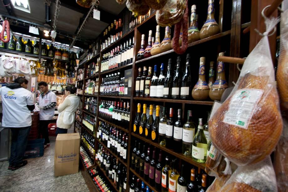 A ampla oferta de vinhos do Empório Luso Brasileiro é bem variado, com rótulos que chegam a custar até 2 mil reais