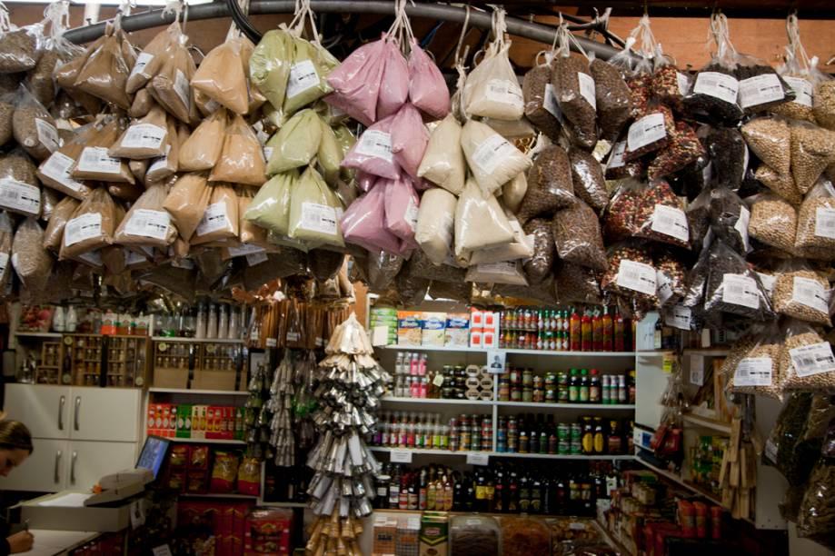 Além das especiarias tradicionais, os temperos feitos com ervas finas e os corantes naturais também chamam a atenção. A loja Mr. Josef é uma das únicas totalmente focadas em condimentos.