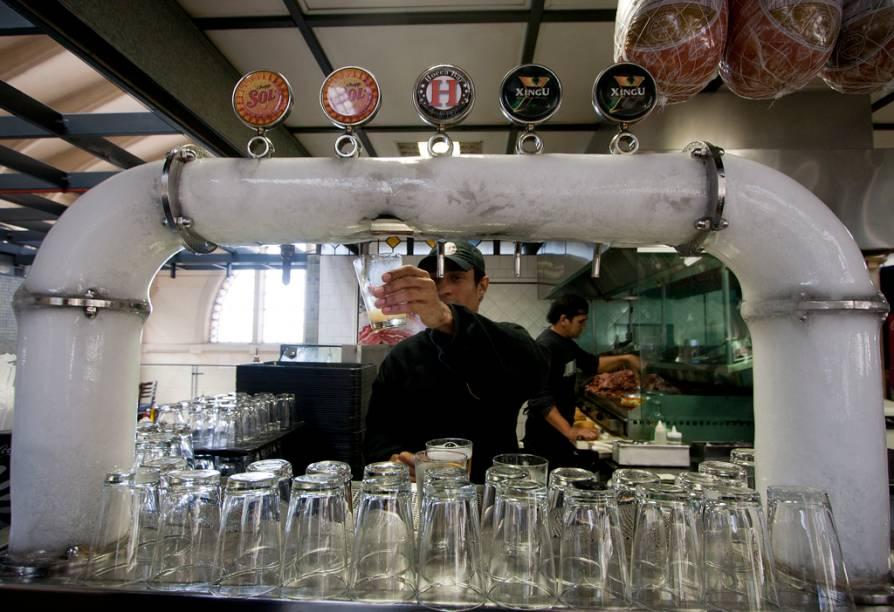 O Hocca Bar tem chopinho gelado, além do famoso sanduíche de mortadela
