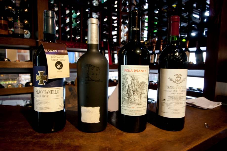 <strong>Vinhos:</strong> com um espaço dedicado exclusivamente aos vinhos, o Empório Luso Brasileiro conta com rótulos para todos os paladares. Como por exemplo os vinhos Fraccianello (R$ 550), Torre do Esporão (R$ 600), Pêra-manca (R$ 750) e o Vega-Sicillia (R$ 2.000).