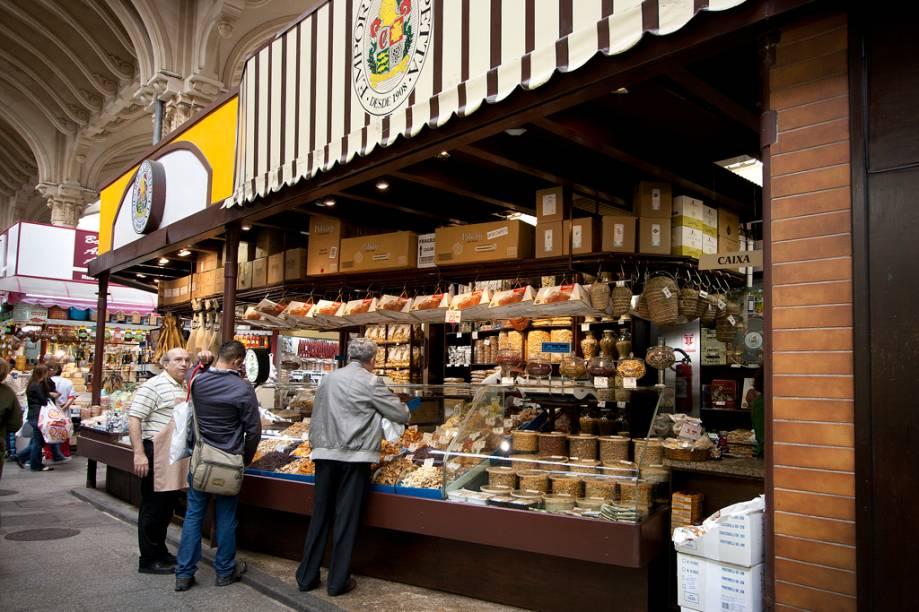 Andar olhando e experimentando o que cada loja tem de bom é um dos pequenos prazeres que o Mercado Municipal pode proporcionar. O empório Chiappetta é um dos locais mais propícios a isso.