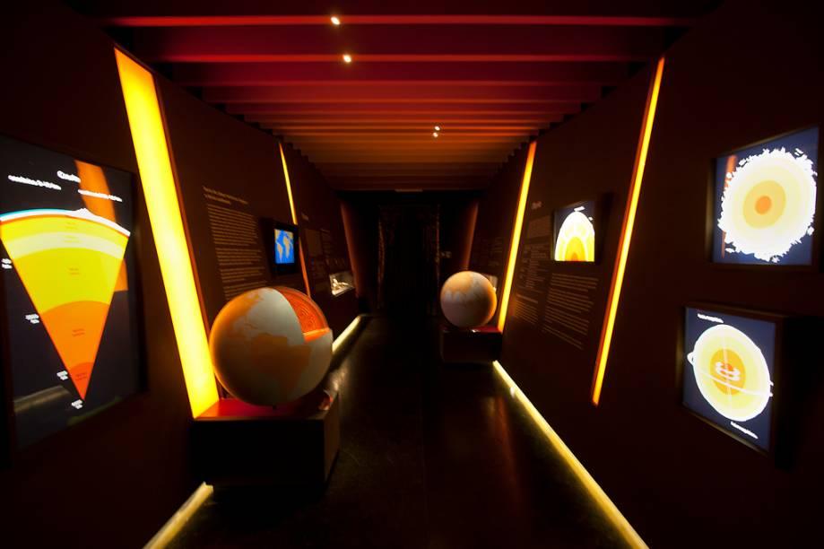 Na seção Espaço, os visitantes podem conferir não só como são formadas as estrelas, mas também quais são os elementos que compõem o nosso planeta