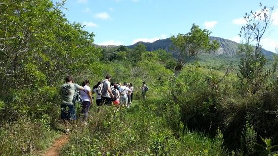 Com as agências de turismo, é possível ir em grupo e conhecer pessoas diferentes