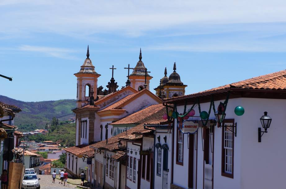 """Ao longo do tempo, <a href=""""http://viajeaqui.abril.com.br/cidades/br-mg-mariana"""" rel=""""Mariana"""">Mariana</a> perdeu espaço para <a href=""""http://viajeaqui.abril.com.br/cidades/br-mg-ouro-preto"""" rel=""""Ouro Preto"""">Ouro Preto</a>, mas ainda atrai turistas graças ao casario colonial, às igrejas e aos artesãos"""