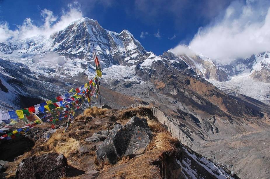 """<strong>Annapurna, <a href=""""http://viajeaqui.abril.com.br/paises/nepal"""" target=""""_blank"""" rel=""""noopener"""">Nepal</a></strong> No trajeto, é preciso fazer a aclimatação. Uma sugestão interessante são os tours guiados que fornecem todas as informações para o passeio. A parte mais divertida é a descida, onde é de extrema importância a habilidade em conduzir a bike por terrenos irregulares. Os melhores meses para fazer o passeio são entre setembro e dezembro."""