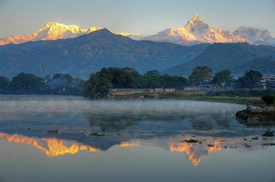 """<strong>Annapurna, <a href=""""http://viajeaqui.abril.com.br/paises/nepal"""" target=""""_blank"""" rel=""""noopener"""">Nepal</a></strong> É a décima montanha mais alta do mundo, pertencente ao Himalaia, de onde se pode ter uma das vistas mais belas do planeta para toda a cadeia montanhosa, inclusive, para o Monte Everest. Pedalar por toda Annapurna é uma grande aventura com duração de quase duas semanas. A subida pode ser feita em nove dias e, para descer, são necessários mais três. Pedalando, ciclistas chegam a, em média, 4.400 metros de altitude."""