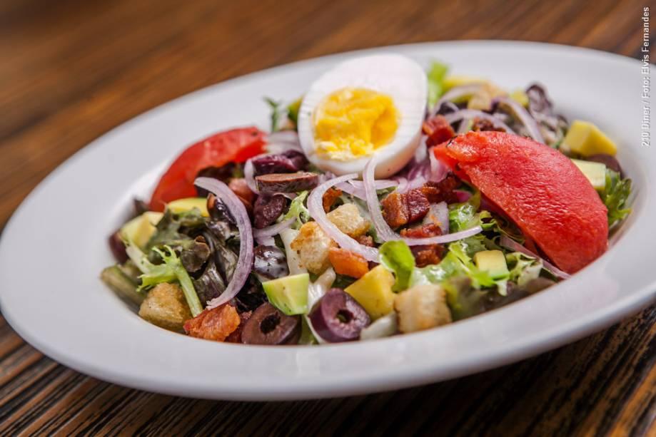 """<a href=""""http://viajeaqui.abril.com.br/estabelecimentos/br-sp-sao-paulo-restaurante-210-diner"""" rel=""""210 Diner"""" target=""""_blank""""><strong>210 Diner</strong></a>    No almoço e jantar, uma das duas entradas é cobb salad: mix de folhas, abacate, bacon, ovos cozidos, azeitonas pretas, cebola roxa, tomate e aioli"""