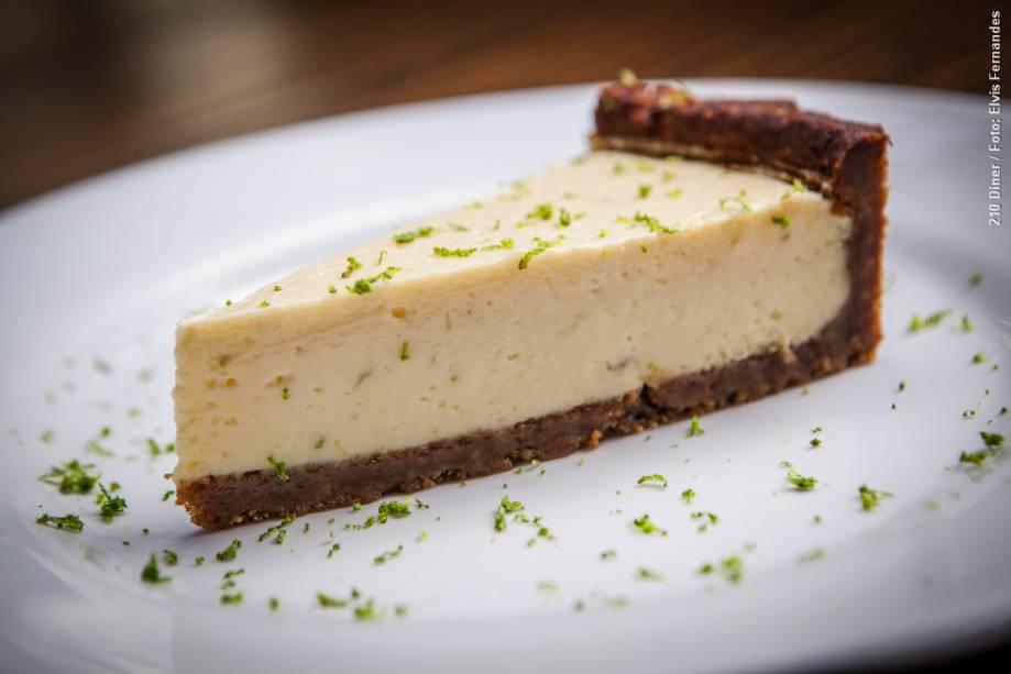 """<a href=""""http://viajeaqui.abril.com.br/estabelecimentos/br-sp-sao-paulo-restaurante-210-diner"""" rel=""""210 Diner"""" target=""""_blank""""><strong>210 Diner</strong></a>    Na sobremesa do almoço e do jantar, Key lime pie (torta de limão)"""