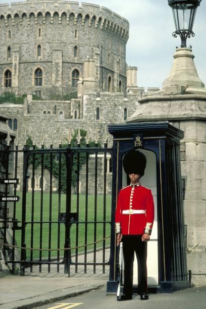 Sentinela do Castelo de Windsor, na Inglaterra. Diariamente ocorre a cerimônia de troca da guarda real