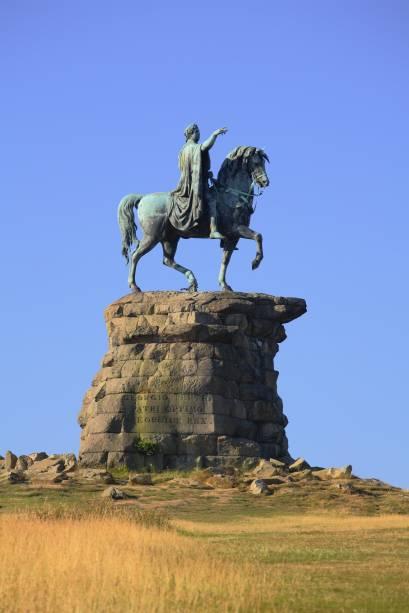 """Detalhe da estátua """"The Copper Horse"""", que representa o rei George III, no The Great Park, em Windsor, Inglaterra"""