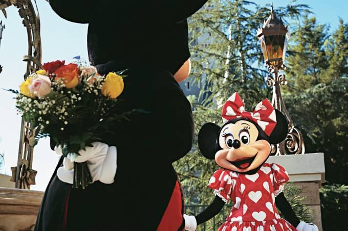 Mickey e Minnie no parque temático Magic Kingdom