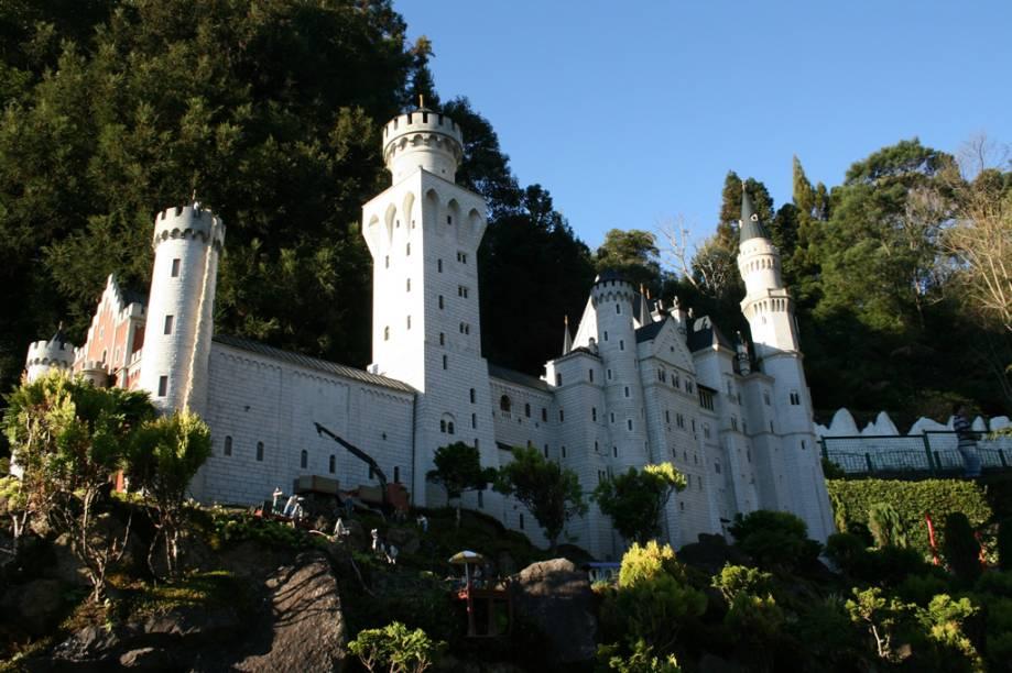 Miniatura do castelo alemão Neushwanstein, uma das réplicas do parque Mini Mundo
