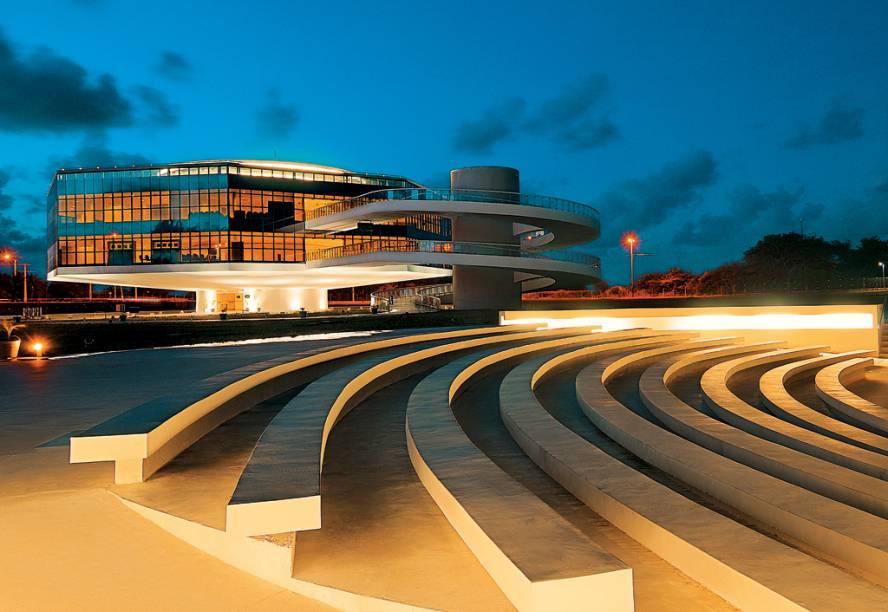 Curvas de Niemeyer na Estação Cabo Branco