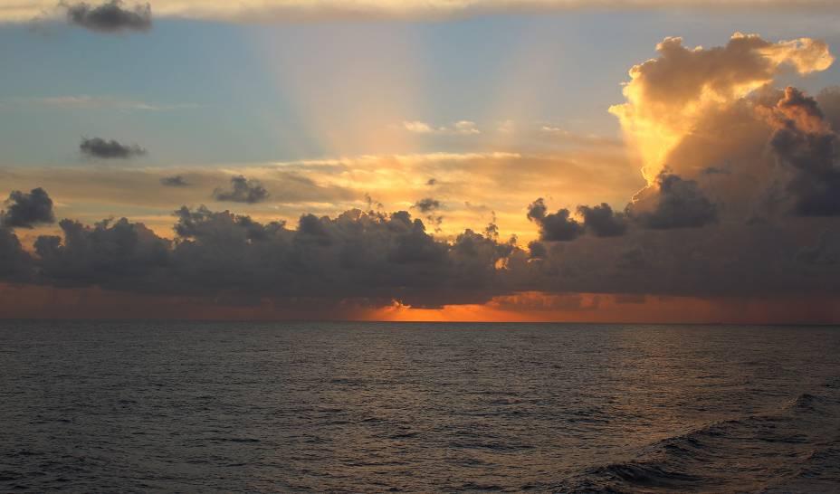 """Pôr do sol na costa da <a href=""""http://viajeaqui.abril.com.br/paises/jamaica"""" rel=""""Jamaica"""" target=""""_blank"""">Jamaica</a>"""