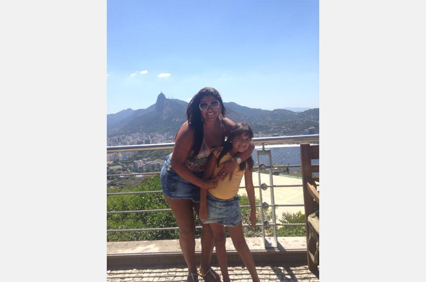 Catiane Azevedo e a filhota não esqueceram de tirar a foto clássica no Pão de Açúcar