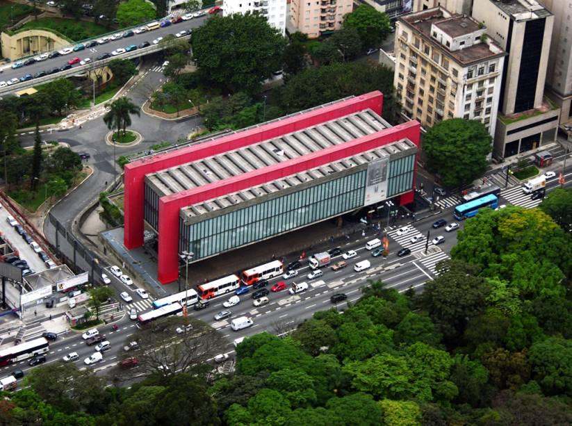 O Museu de Arte de São Paulo (Masp), localizado na Avenida Paulista, abriga o mais importante acervo artístico da América Latina, com cerca de 8 mil peças. Obras de Rembrandt, Van Gogh, Monet, Renoir e Picasso estão em exposição permanente
