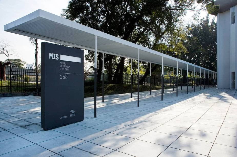 O Museu da Imagem e do Som fica no Jardim Europa, em São Paulo, e vem chamando atenção dos paulistanos por exibir exposições divertidas, inusitadas e interativas sobre cinema, música e televisão