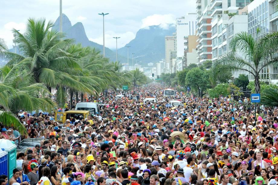 Uma das formas de curtir o Carnaval no Rio é seguir os quase 300 blocos de rua que se espalham pela capital