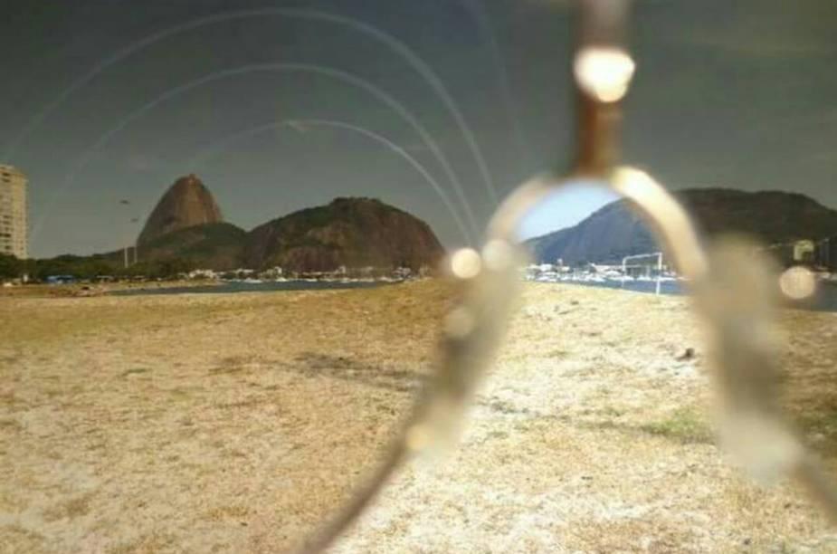 Marcia Netto usou a criatividade e fotografou o Pão de Açúcar por trás das lentes de seu óculos