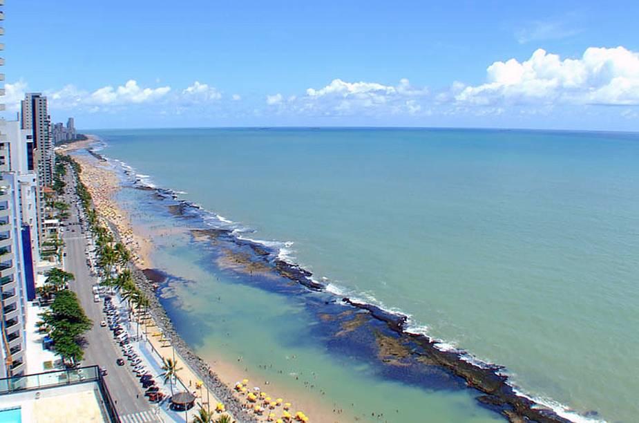 """<a href=""""http://viajeaqui.abril.com.br/cidades/br-pe-recife"""" rel=""""Recife (PE) """" target=""""_blank""""><strong>Recife (PE) </strong></a>ficou com o <strong>30º lugar</strong>. A Praia Boa Viagem ajuda na composição<a href=""""http://www.booking.com/city/br/recife.pt-br.html?aid=332455&label=viagemabril-skylines"""" rel=""""Veja hotéis em Recife no booking.com"""" target=""""_blank""""><em>Veja hotéis em Recife no booking.com</em></a>"""