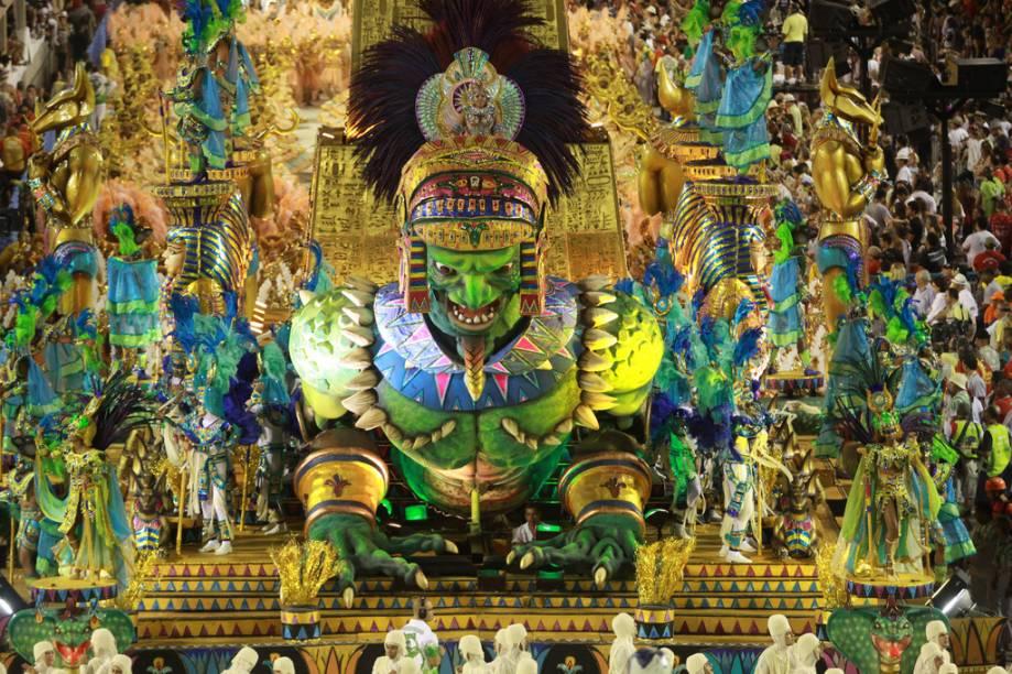 A maneira clássica de aproveitar o Carnaval é comprar ingresso para ver os desfiles das escolas na Marquês de Sapucaí