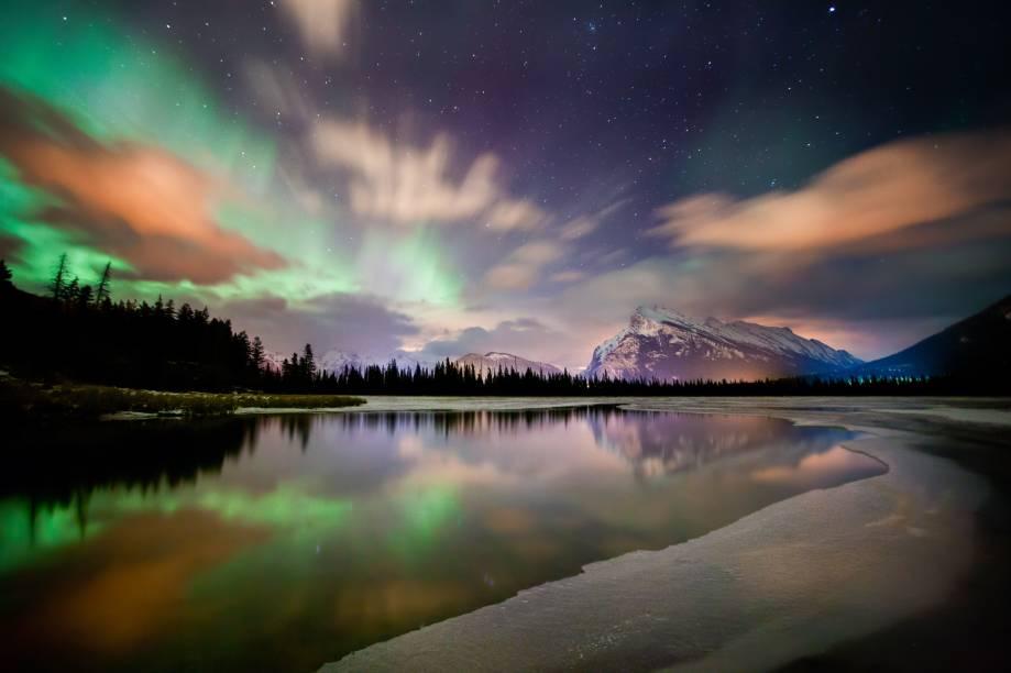 <strong>Lagos Vermilion</strong>        Foto tirada durante o inverno, em uma noite particularmente movimentada pela aurora boreal