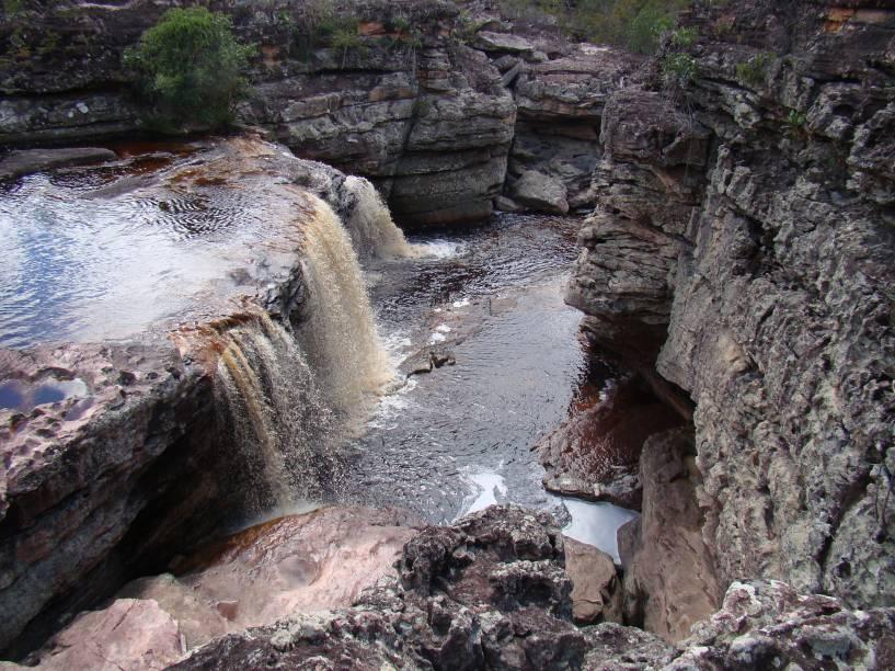 """<a href=""""http:// viajeaqui.abril.com.br/cidades/br-ba-chapada-diamantina"""" rel=""""Chapada Diamantina"""" target=""""_blank""""><strong>Chapada Diamantina</strong></a>    A cachoeira das orquídeas parece pequena na foto, mas tem 4 metros de altura e muita água!"""