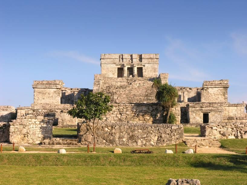 A cidade de Tulum, construída pelos maias às margens do Mar do Caribe, era protegida por grandes muros