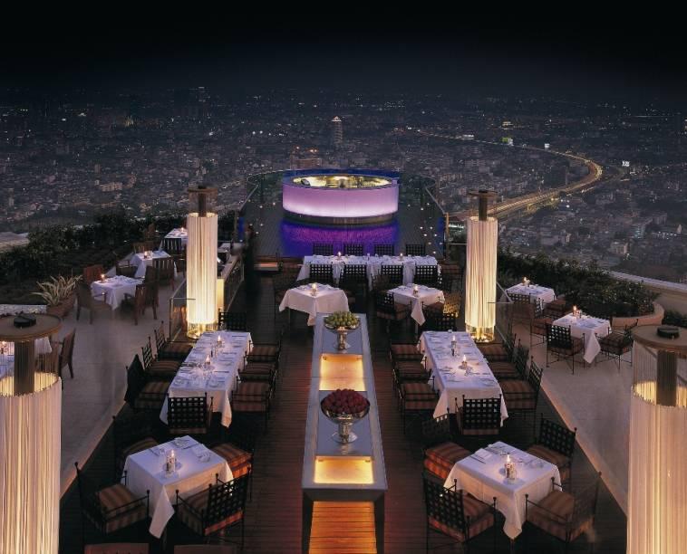 O bar Sirocco é considerado um dos restaurantes ao ar livre mais altos do mundo. Localizado no 63° andar do lebua, possui vistas fantásticas de Bangcoc