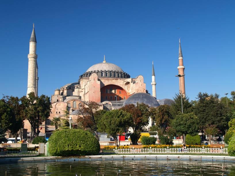 Aya Sofia foi construída para reafirmar o poderio de Roma, mas depois foi transformada em mesquita. Hoje o local é um museu