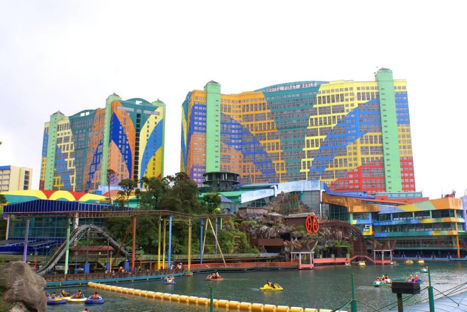 """<strong>First World Hotel, <a href=""""http://viajeaqui.abril.com.br/paises/malasia"""" rel=""""Malásia"""" target=""""_self"""">Malásia</a></strong>O segundo maior hotel do mundo tem um projeto curioso, repleto de cores. Seu limite de hospedagem também é alto: 6.118 quartos"""