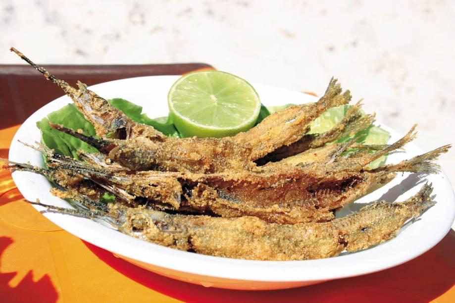 Peixe frito servido na Praia do Francês