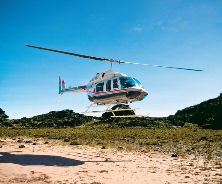 O helicóptero que leva ao cume do Monte Roraima desde Santa Elena