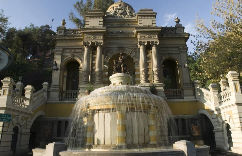 O Parque Santa Lucía, local de fundação de Santiago no século 16, é decorado com estátuas e chafarizes. Vale a pena subir os quase 300 degraus: lá do alto se tem uma vista panorâmica da cidade