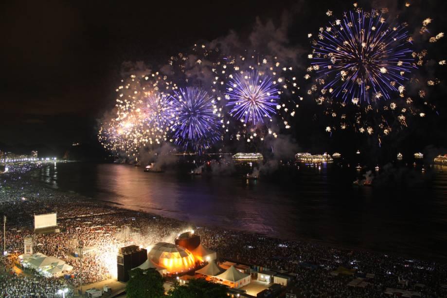 A celebração da virada de ano mais famosa do país, em Copacabana, reúne cerca de 2 milhões de pessoas