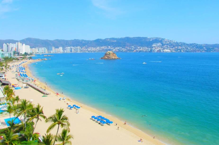 """<a href=""""http://intravel.com.br"""" rel=""""INTRAVEL"""" target=""""_blank""""><strong>INTRAVEL</strong></a><strong>O QUE ELA FAZ POR VOCÊ:</strong>Conjuga cidades coloniais com destinos de praia, como <a href=""""http://viajeaqui.abril.com.br/cidades/mexico-cancun"""" rel=""""Cancún"""" target=""""_blank"""">Cancún</a> e Acapulco.<strong>PACOTES:</strong>As 12 noites do pacote se distribuem entre <a href=""""http://viajeaqui.abril.com.br/cidades/mexico-cidade-do-mexico"""" rel=""""Cidade do México"""" target=""""_blank"""">Cidade do México</a> (quatro), Guadalajara e Acapulco (duas em cada uma), Taxco, Patzcuaro, Guanajuato e San Miguel de Allende (uma em cada uma). O tour prevê passeios a sítios arqueológicos e à região de Tequila, com direito de visita a fazenda produtora da bebida. Inclui quatro refeições, seguro de viagem e traslados, por US$ 5 916. A viagem de 16 noites inclui a capital, Oaxaca, Veracruz, Catemaco, San Cristóbal de las Casas, Palenque, Campeche e Mérida, e culmina em quatro noites allinclusive no <a href=""""http://parkroyal.mx"""" rel=""""Park Royal"""" target=""""_blank"""">Park Royal</a>, em <a href=""""http://viajeaqui.abril.com.br/cidades/mexico-cancun"""" rel=""""Cancún"""" target=""""_blank"""">Cancún</a>. Desde US$ 6 131."""