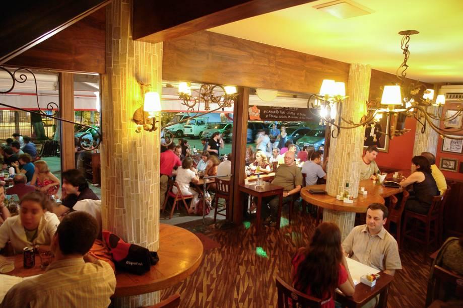 Movimentação no Botequim Joaquina, na Cobal do Humaitá, mercado que virou point por causa dos bares e restaurantes