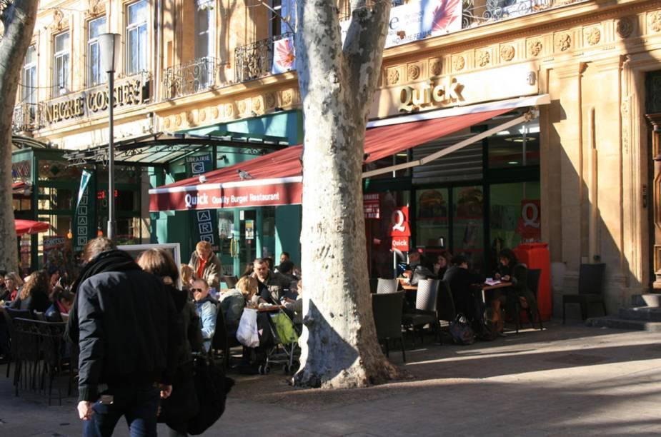 Uma das muitas pracinhas de Aix-en-Provence, a cidade onde os prazeres cotidianos são a atração principal