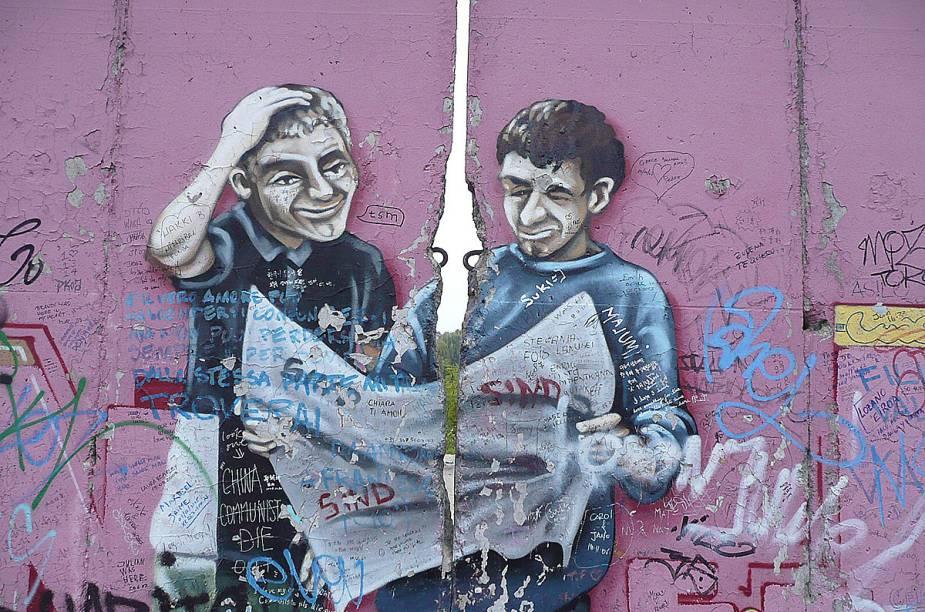 Renomados artistas têm hoje um espaço para exibir sua arte em pontos não derrubados do muro