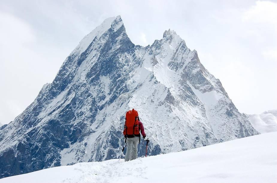 <strong>Glaciar Baltoro e K2 (Paquistão)</strong>        Um imenso corredor de gelo leva ao segundo maior pico do mundo, o K2, no Paquistão. O caminho que começa seguindo rios gelados leva até 15 dias para ser completado e passa por glaciares e montanhas de granito que chegam a ter mais de seis mil metros de altura
