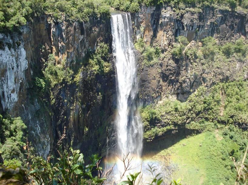 """O<a href=""""http://viajeaqui.abril.com.br/estabelecimentos/br-pr-prudentopolis-atracao-salto-sao-francisco"""" rel=""""Salto São Francisco"""" target=""""_blank""""><strong>Salto São Francisco</strong></a>é a cachoeira mais alta da região de<strong>Prudentópolis</strong>, no<a href=""""http://viajeaqui.abril.com.br/estados/br-parana"""" rel=""""Paraná"""" target=""""_blank""""><strong>Paraná</strong></a>. Há um mirante para observar a queda de 196 metros"""