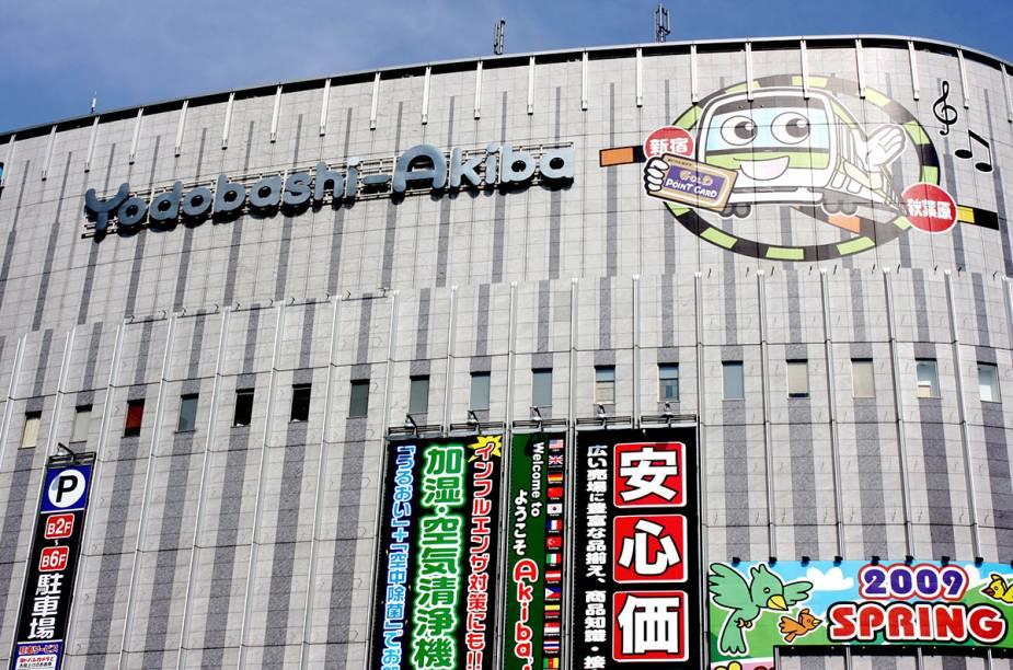 <strong>Yodobashi-Akiba </strong>    Com 10 andares e gigantesca, é uma das mais completas e variadas lojas de eletrônicos do mundo. A variedade é surpreendente, seções de baterias, computadores, peças, acessórios, telefones, games, câmeras e uma centena de outras categorias deixam os consumidores pirados com tantas opções.    <em>1-1 Kanda Hanaokacho, Chiyoda,Tóquio</em>