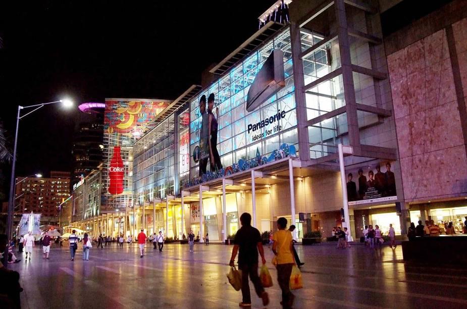 A Central World é uma espécie de Times Square de Bangcoc e fica lotada de pessoas na virada de ano