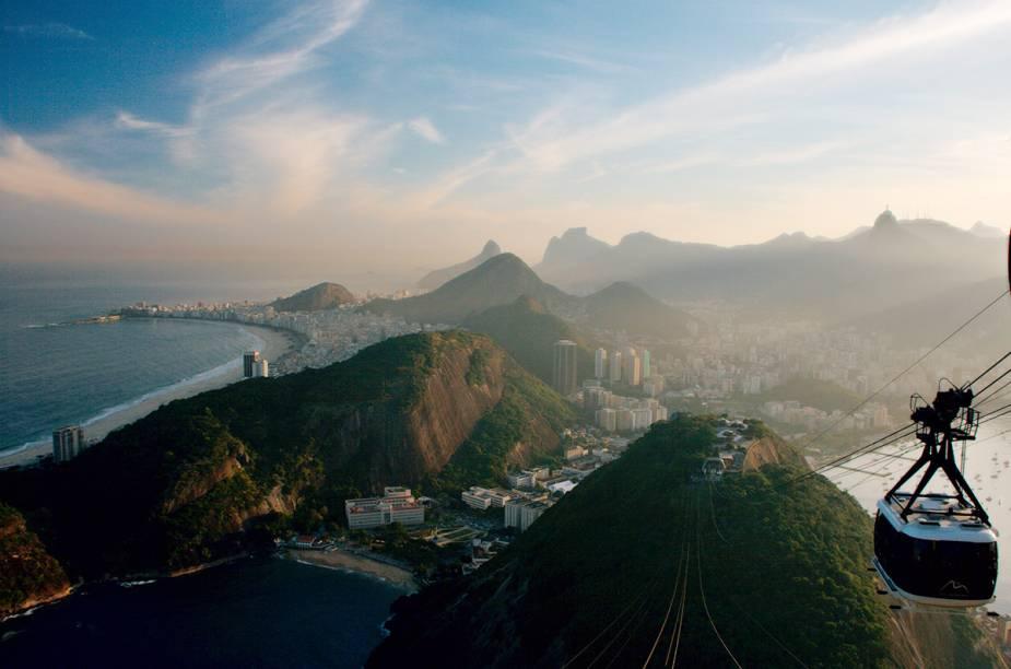 """<strong>1. <a href=""""http://viajeaqui.abril.com.br/cidades/br-rj-rio-de-janeiro"""" rel=""""Rio de Janeiro"""" target=""""_blank"""">Rio de Janeiro</a></strong>A capital carioca é campeã nas buscas de passagens. Um final de semana no Rio pode ser muito bem aproveitado. Em dois dias, é possível conhecer o <a href=""""http://viajeaqui.abril.com.br/estabelecimentos/br-rj-rio-de-janeiro-atracao-cristo-redentor-corcovado"""" rel=""""Cristo Redentor"""" target=""""_blank"""">Cristo Redentor</a>, <a href=""""http://viajeaqui.abril.com.br/estabelecimentos/br-rj-rio-de-janeiro-atracao-theatro-municipal"""" rel=""""Teatro Municipal"""" target=""""_blank"""">Teatro Municipal</a>, o bairro da <a href=""""http://viajeaqui.abril.com.br/estabelecimentos/br-rj-rio-de-janeiro-atracao-lapa"""" rel=""""Lapa"""" target=""""_blank"""">Lapa</a> e as principais praias, <a href=""""http://viajeaqui.abril.com.br/estabelecimentos/br-rj-rio-de-janeiro-atracao-praia-de-copacabana"""" rel=""""Copacabana"""" target=""""_blank"""">Copacabana</a> e <a href=""""http://viajeaqui.abril.com.br/estabelecimentos/br-rj-rio-de-janeiro-atracao-praia-de-ipanema"""" rel=""""Ipanema"""" target=""""_blank"""">Ipanema</a>.Para um roteiro detalhado, acesse nossas sugestões de passeio para<a href=""""http://viajeaqui.abril.com.br/materias/48-horas-no-rio-de-janeiro"""" rel=""""48 horas no Rio de Janeiro"""" target=""""_blank""""><strong>48 horas no Rio de Janeiro</strong></a>"""
