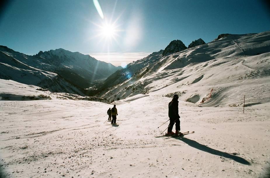 """Chamonix, nos <a href=""""http://viajeaqui.abril.com.br/cidades/franca-alpes-franceses"""" rel=""""Alpes Franceses"""" target=""""_blank"""">Alpes Franceses</a>, é um dos resorts mais <em>low-profile</em> do mundo: aqui, a ostentação típica de resorts de esqui não tem vez, e tudo é mais simples e descomplicado <a href=""""http://viajeaqui.abril.com.br/materias/esqui-e-vida-selvagem-na-francesa-chamonix"""" rel=""""LEIA MAIS"""" target=""""_blank""""><strong>LEIA MAIS</strong></a>"""