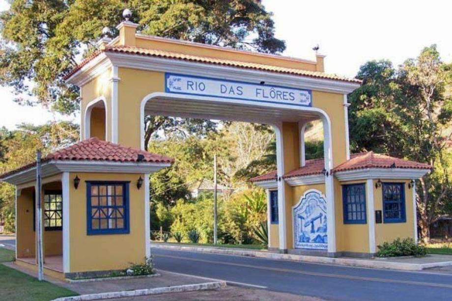 """<strong>2. <a href=""""http://viajeaqui.abril.com.br/cidades/br-rj-rio-das-flores"""" rel=""""Rio das Flores"""">Rio das Flores</a> (2 dias)</strong>        Fazendas bem-conservada r ecebem turistas. A 15 km, em <a href=""""http://viajeaqui.abril.com.br/cidades/br-rj-valenca"""" rel=""""Valença"""">Valença</a>, a Fazenda Santo Antônio do Paiol também está aberta para visitas."""