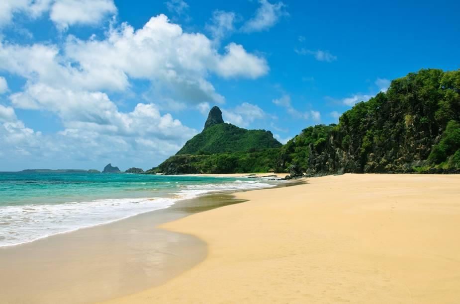 """<a href=""""http://viajeaqui.abril.com.br/estabelecimentos/br-pe-fernando-de-noronha-atracao-praia-do-bode"""" rel=""""Praia do Bode - Fernando de Noronha"""" target=""""_blank""""><strong>Praia do Bode - Fernando de Noronha</strong></a>        Quem não se arriscar a entrar na água por causa das ondas, que são fortes, pode contemplar a beleza local de cima da Pedra do Bode, que serve como mirante."""