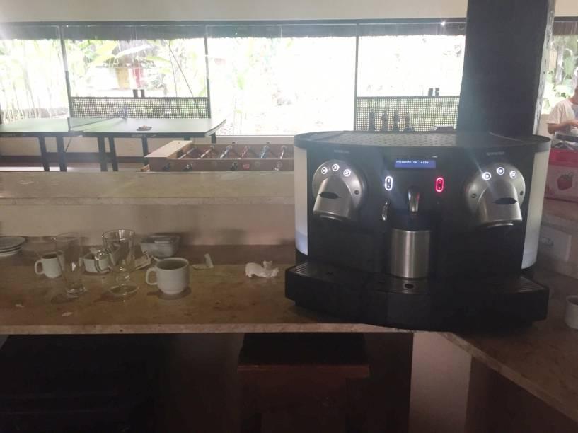 Somos nós, hóspedes, que fazemos nosso cafezinho!