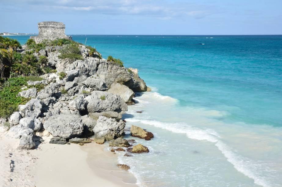 As ruínas de Tulumse debruçam sobre o mar, a cerca de 130 quilômetros de Cancún